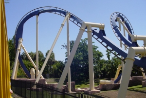 This is the fourth and fifth inversion. It's called the Batwing, a first of it's kind for an Inverted coaster (2)